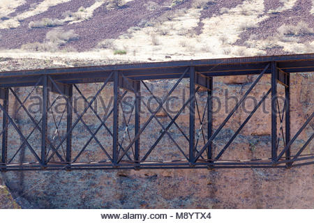 Abandoned Morenci Southern Railway bridge, narrow guage, Fishbelly Pratt Deck Truss, over Gila River in southern - Stock Photo