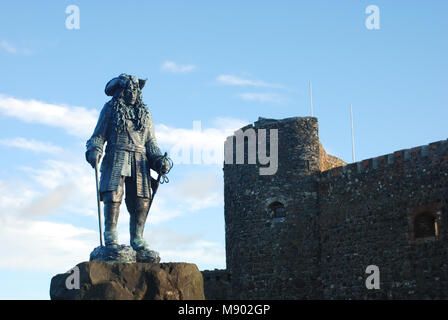 Statue of King William III in front of Carrickfergus Castle, Carrickfergus, Northern İreland, UK - Stock Photo