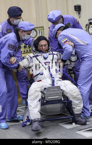 Baikonur Cosmodrome, Kazakhstan. 21st Mar, 2018. BAIKONUR, KAZAKHSTAN - MARCH 21, 2018: ISS Expedition 55/56 main crew member, Roscosmos cosmonaut Oleg Artemyev during a spacesuit check before a launch to the International Space Station. The launch of a Soyuz-FG rocket booster carrying the Soyuz MS-08 spacecraft to the ISS from the Baikonur Cosmodrome is scheduled for March 21, 2018 at 20:44 Moscow time. Sergei Savostyanov/TASS Credit: ITAR-TASS News Agency/Alamy Live News - Stock Photo