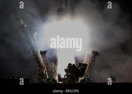 Kazakhstan. 21st Mar, 2018. KAZAKHSTAN - MARCH 21, 2018: A Soyuz-FG rocket booster carrying the Soyuz MS-08 spacecraft with the ISS Expedition 55/56 main crew of Roscosmos cosmonaut Oleg Artemyev and NASA astronauts Richard Arnold, Andrew J. Feustel aboard blasts off to the International Space Station from the Baikonur Cosmodrome. Sergei Savostyanov/TASS Credit: ITAR-TASS News Agency/Alamy Live News - Stock Photo