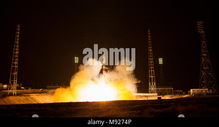 Baikonur, Kazakhstan. March 21, 2018. The Russian Soyuz MS-08 rocket lifts off carrying the International Space Station Expedition 55 crew from the Baikonur Cosmodrome March 21, 2018 in Baikonur, Kazakhstan. Russian cosmonaut Oleg Artemyev of Roscosmos and American astronauts Ricky Arnold and Drew Feustel of NASA will spend the next five months living and working aboard the International Space Station. Credit: Planetpix/Alamy Live News - Stock Photo