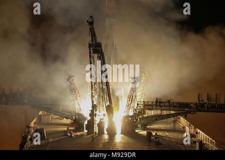 Baikonur Cosmodrome, Kazakhstan. 21st Mar, 2018. A Soyuz-FG rocket booster carrying the Soyuz MS-08 spacecraft with the ISS Expedition 55/56 main crew of Roscosmos cosmonaut Oleg Artemyev and NASA astronauts Richard Arnold, Andrew J. Feustel aboard blasts off to the International Space Station from the Baikonur Cosmodrome. Sergei Savostyanov/TASS Credit: ITAR-TASS News Agency/Alamy Live News - Stock Photo