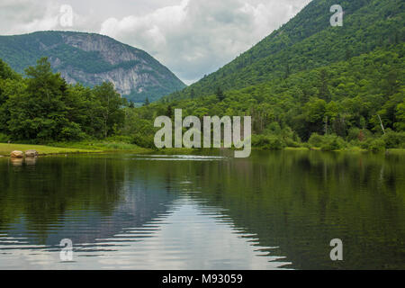 V Pattern of White Mtns on Wiley Pond. Hart's Location, NH, Roads, Willey Pond, Mountain Notch, Tourism, Shorelines, V Shape, Rock slide, W.M. Notch - Stock Photo