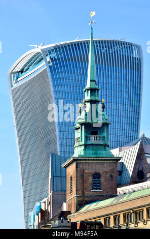 London, England, UK. Walkie Talkie building / 20 Fenchurch Street  (2014: Rafael Viñoly) All Hallows by the Tower church spire, one of the oldest in L - Stock Photo