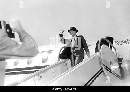 Democratic presidential candidate Adlai Stevenson arrives to campaign in Kansas City, Missouri in 1952. - Stock Photo