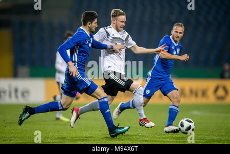 Braunschweig, Deutschland. 22nd Mar, 2018. Cedric Teuchert (Germany) versus Idan aftermias (Israel) GES/ Fussball/ U 21: Germany - Israel, 22.03.2018 -- Football/ Soccer Under 21: Deutschcland vs Israel, Braunschweig, March 22, 2018 -- |usage worldwide Credit: dpa/Alamy Live News - Stock Photo