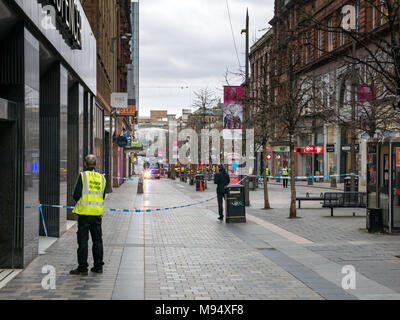 Sauchiehall Street, Glasgow, Scotland, United Kingdom, 22nd March 2018. A major fire involving multiple buildings closes streets in central Glasgow.  Firefighters battled the blaze with a high level ladder. Police cordon off the pedestrian precinct. A fire engine with ladder pours water on the fire - Stock Photo