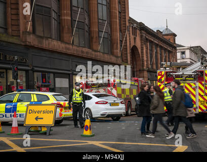 Hope Street, Glasgow, Scotland, United Kingdom, 22nd March 2018. A major fire involving multiple buildings closes streets in central Glasgow. Police cordon off road and create a diversion - Stock Photo