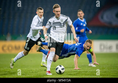 Braunschweig, Deutschland. 22nd Mar, 2018. Cedric Teuchert (Germany) versus Dan Leon Glezer (Israel) GES/ Fussball/ U 21: Germany - Israel, 22.03.2018 -- Football/ Soccer Under 21: Deutschcland vs Israel, Braunschweig, March 22, 2018 -- |usage worldwide Credit: dpa/Alamy Live News - Stock Photo