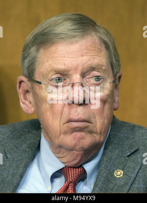 Washington, District of Columbia, USA. 22nd Mar, 2018. United States Senator Johnny Isakson (Republican of Georgia) listens as Robert Lighthizer, US Trade Representative, testifies before the US Senate Committee on Finance on ''The President's 2018 Trade Policy Agenda'' on Capitol Hill in Washington, DC on Thursday, March 22, 2018.Credit: Ron Sachs/CNP Credit: Ron Sachs/CNP/ZUMA Wire/Alamy Live News - Stock Photo