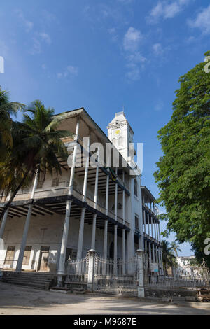 Side view of the 'House of Wonders' or 'Palace of Wonders', Beit-al-Ajaib,  in Stone Town, Zanzibar - Stock Photo