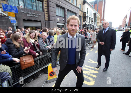 Great Victoria Street, Belfast, Northern Ireland. 23rd Mar, 2018. Prince Harry and Meghan Markle arrive in Great Victoria Street, Belfast for a one day visit to Northern Ireland, Friday 23 March 2018. They visited the Crown Bar in Belfast City Centre. The couple met with members of the public who gathered on Great Victoria Street for a walk a bout. Credit: Irish Eye/Alamy Live News - Stock Photo