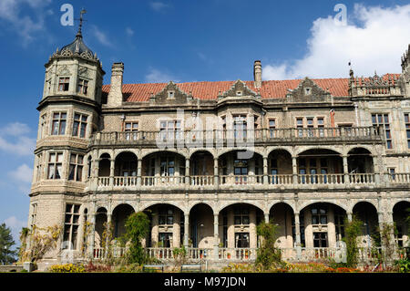 Viceregal Lodge (Rashtrapati Niwas) on Obserwatory Hill in Shimla. It was the residence of the British Viceroy of India. Emblem - Stock Photo