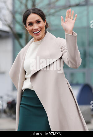 meghan-markle-waves-to-well-wishers-duri