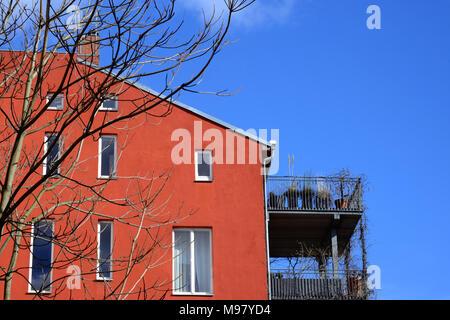 Die Linienstraße ist eine knapp zwei Kilometer lange Straße mit vielen Gegensaetzen im Berliner Ortsteil Mitte: DEUTSCHLAND, BERLIN, MITTE (c) J.A.Fis - Stock Photo