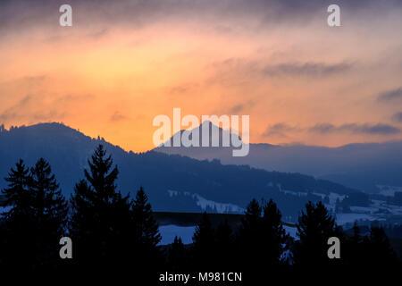 Grünten im Abendlicht vom Weg zwischen Hinterreute und Buronhütte bei Wertach, Bayrisch Schwaben, Bayern, Deutschland - Stock Photo