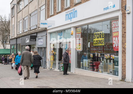 Maplin Plymouth after announcing all stores closing. Metaphor - struggling retailers, high street crisis, company administration, death of high street - Stock Photo