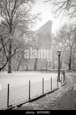 New York City, NY, USA - March 21, 2018: Flatiron Building from Madison Square Park with snowfall. (Black & White) Flatiron District, Manhattan - Stock Photo