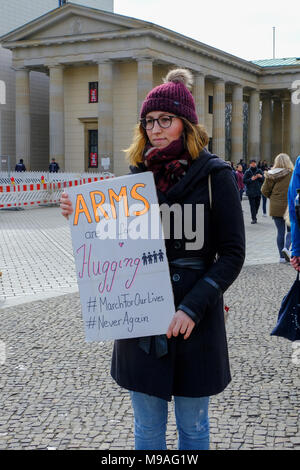 Germany, Berlin-Mitte, Brandenburg Gate, 24th March 2018. Germans and Americans assembled at the Pariser Platz today to show solidarity with the Parkland students and those affected by gun violence. World-wide marches today supported better gun control laws in America. The Berlin demonstration was co-organized by the Democrats Abroad Berlin and American Voices Abroad. Credit: Eden Breitz/Alamy Live News - Stock Photo