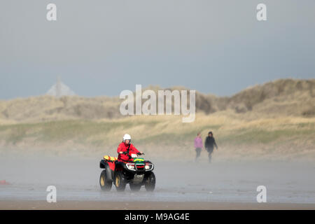 Sea Southport, Merseyside. 24th March 2018. UK Weather.  Sea fog or sea fret rolls in and completely engulfs the beach at Southport in Merseyside.  This unusual early summer weather phenomenon is produced when a parcel of warm air passes over the cold Irish Sea.  The warm air at the bottom of the parcel is cooled by the cold air below, until it can no longer hold the moisture.  Credit: Cernan Elias/Alamy Live News - Stock Photo