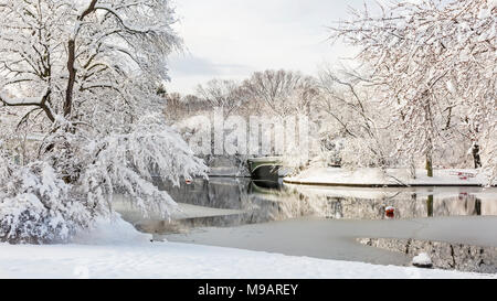The Lullwater Bridge on Prospect Park Lake after a record Spring snowfall in Prospect Park, Brooklyn, New York. - Stock Photo