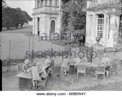 Life at the Tapley Park Children's Home (the Chaim Weizmann Home), Instow, Devon, October 1942 Children play with wooden toys at tables in the grounds of Tapley Park in Instow, Devon. - Stock Photo