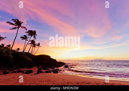 Colorful sunset at Ulua Beach, Wailea, Maui, Hawaii. - Stock Photo