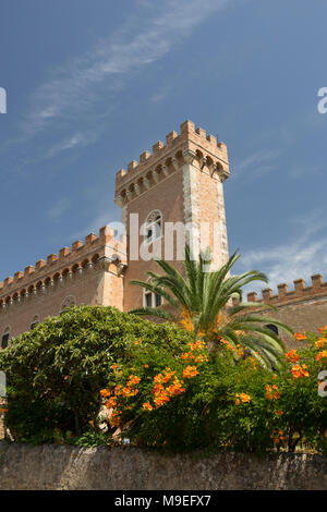 Part of Bolgheri castle Tuscany Italy. The area is noted for its wine production. - Stock Photo