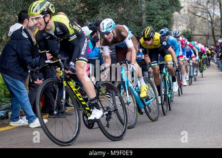 Barcelona, Spain. 25th Mar, 2018. British rider Simon Yates of Mitchelton Scott (L) in action during the seventh and last stage of the Volta a Catalunya cycling race, in Barcelona, Spain, 25 March 2018. Credit: Quique García/EFE/Alamy Live News - Stock Photo