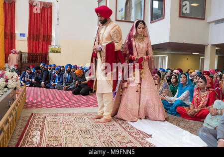 The bride and groom at a Sikh wedding ceremony in Richmond Hill, Queens New York. - Stock Photo