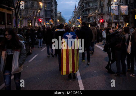 Barcelona, Spain. 25th Mar, 2018. People with estelades or pro-independence flags go on the streets of Barcelona, protests erupted  after deposed Catalan president Carles Puigdemont was arrested by German police on an international warrant. Credit:  Jordi Boixareu/Alamy Live News - Stock Photo