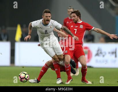 Nanning, China's Guangxi Zhuang Autonomous Region. 26th Mar, 2018. Nahitan Nandez (L) of Uruguay is tackled by Ben Davies (C) and Joe Allen of Wales during the final match between Wales and Uruguay at the 2018 China Cup International Football Championship in Nanning, capital of south China's Guangxi Zhuang Autonomous Region, March 26, 2018. Credit: Cao Can/Xinhua/Alamy Live News - Stock Photo
