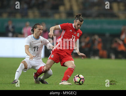Nanning, China's Guangxi Zhuang Autonomous Region. 26th Mar, 2018. Gareth Bale (R) of Wales vies with Diego Laxalt of Uruguay during the final match between Wales and Uruguay at the 2018 China Cup International Football Championship in Nanning, capital of south China's Guangxi Zhuang Autonomous Region, March 26, 2018. Credit: Cao Can/Xinhua/Alamy Live News - Stock Photo