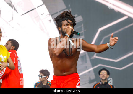 Sao Paulo, Brazill. 25th March, 2018.  Tropkillaz band show on Ax stage during the third day of Lollapalooza Brasil 2018 held at the Autodromo de Interlagos in São Paulo, SP. (Photo: Daniela Baek/Fotoarena) Credit: Foto Arena LTDA/Alamy Live News - Stock Photo