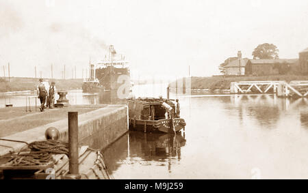 Latchford Locks, Manchester Ship Canal, early 1900s - Stock Photo