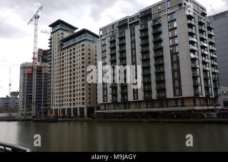 London,UK,2018,26th March 2018,Grey Skies on a spring day in Canary Wharf, London. The forecast for Easter is for the weather to become colder again©Keith Larby/Alamy Live News - Stock Photo