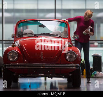22 March 2018, Germany, Stuttgart: An exhibitor cleaning a Volkswagen Beetle 1303 S during the Retro Classics classic car fair. Classic cars were on display in Messe Stuttgart between 22 and 25March 2018. Photo: Marijan Murat/dpa - Stock Photo