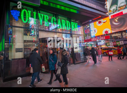 An Olive Garden Restaurant In Times Square In New York Is Seen On Stock Photo 41685718 Alamy
