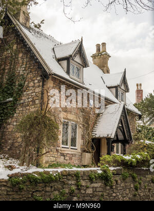 Pretty cottage in Blaise, near Henry, north Bristol, covered in snow - Stock Photo
