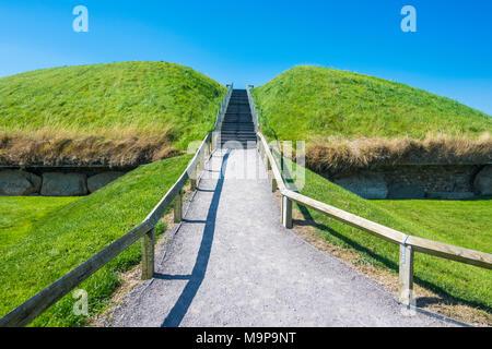 Neolithic passage grave, Knowth,Unesco world heritage sight, prehstoric Bru na Boinne, Ireland - Stock Photo