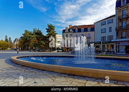 Europe, France, Auvergne, Vichy, Place Charles de Gaulle, fountain, Place Charles de Gaulle, architecture, trees, buildings, people, people, plants, p - Stock Photo