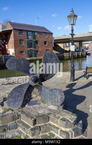 Propeller from the Late 115 Ton Wooden Lowestoft Trawler 'Yellowfin', Newport Quay, Newport, isle of Wight, UK - Stock Photo