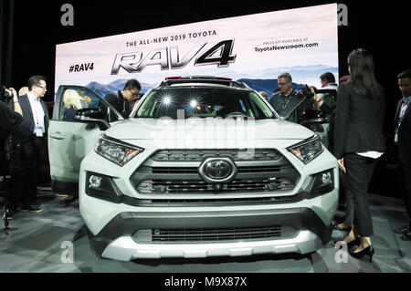 New York, USA. 28th Mar, 2018. People look at a 2019 Toyota RAV4 during a media preview of the 2018 New York International Auto Show in New York, the United States, on March 28, 2018. The debut of the all-new 2019 Toyota RAV4 was made here on Wednesday. Credit: Wang Ying/Xinhua/Alamy Live News - Stock Photo