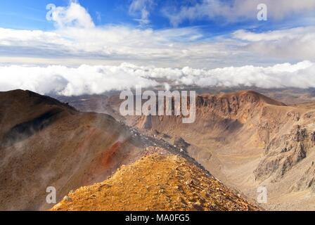 Mountain view along the Tongariro Alpine Crossing, New Zealand. - Stock Photo