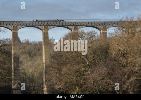 The Pontcysyllte Aquduct that carries the LLangollen canal across the river Dee into North est wales - Stock Photo