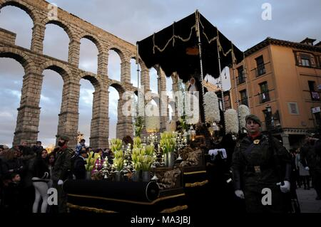 Penitents carry the figure of 'La Dolorosa' during Holy Thursday processions in Segovia, Spain, 29 March 2018. This year, Spanish catholic Holy Week runs from 25 March to 01 April to mark the Passion and Death of Jesus Christ, a traditional event very important in Spanish catholic tradition. EFE/PABLO MARTIN - Stock Photo