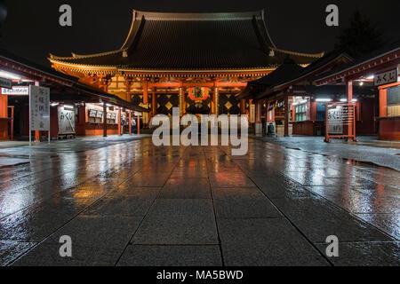 Asia, Japan, Nihon, Nippon, Tokyo, Taito, Asakusa, Sens?-ji Temple at night - Stock Photo