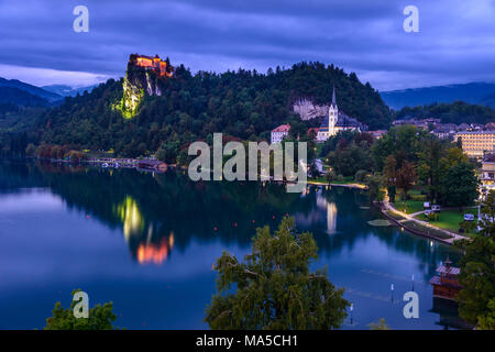 Slovenia, Gorenjska, Upper Carniola, Bled, Bled Lake, Bled Castle and St. Martin Parish Church, view from Hotel Park - Stock Photo