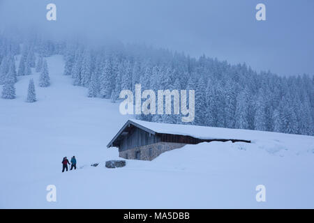 Ski tourers in front of Lenggrieser Hütte (hut) in winter, Lenggries, Bavarian Prealps, Bavaria, Germany - Stock Photo