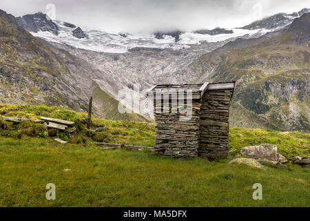 Austria, Tyrol, Mayrhofen, Zillertal (valley), surrounding of the Berliner Hütte (alpine hut) in the Zillertal Alps - Stock Photo